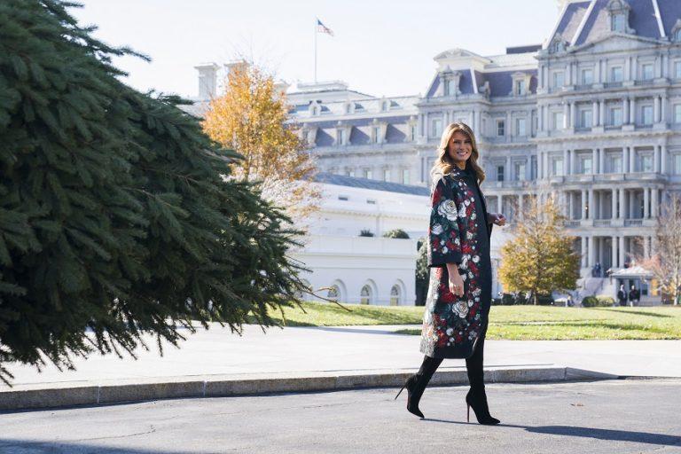 Χριστούγεννα στον Λευκό Οίκο: Η Μελάνια Τραμπ παρουσίασε τον φετινό εντυπωσιακό στολισμό