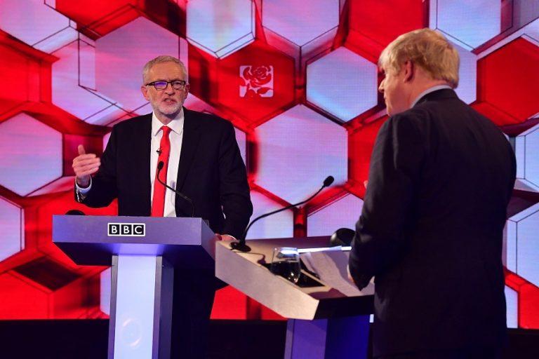 Τζόνσον και Κόρμπιν «διασταύρωσαν τα ξίφη τους» στον αέρα στο τελευταίο debate πριν τις εκλογές