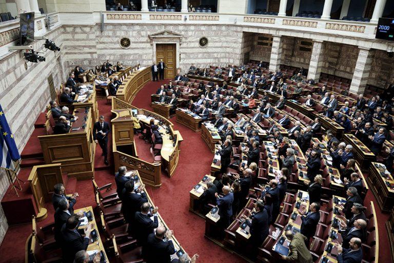 Στην ολομέλεια της βουλής ο «Ηρακλής». Πώς το παρουσιάζει η ΝΔ, ποια η θέση της αντιπολίτευσης