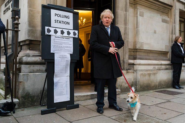 Συντριπτική νίκη του Μπόρις Τζόνσον βγάζουν τα βρετανικά exit polls