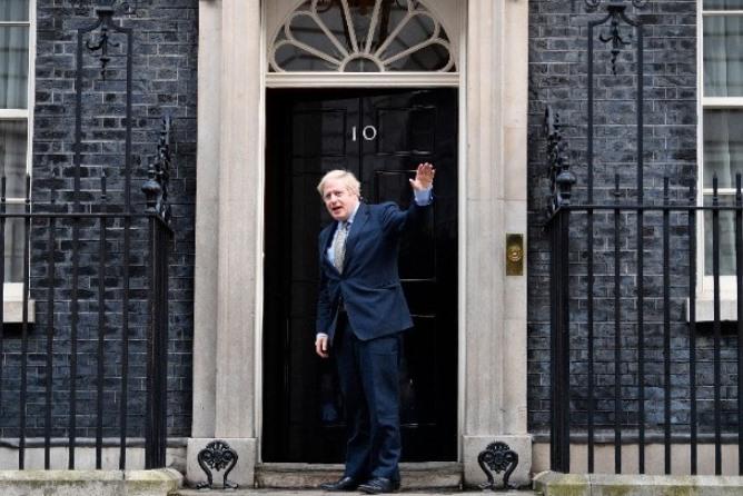 Τους νέους υπουργούς του επιλέγει σήμερα ο Τζόνσον- Επόμενη μάχη η Σκωτία