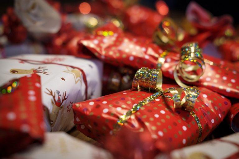 Αγορές δώρων και χριστουγεννιάτικα έξοδα σε Ευρώπη και Αμερική