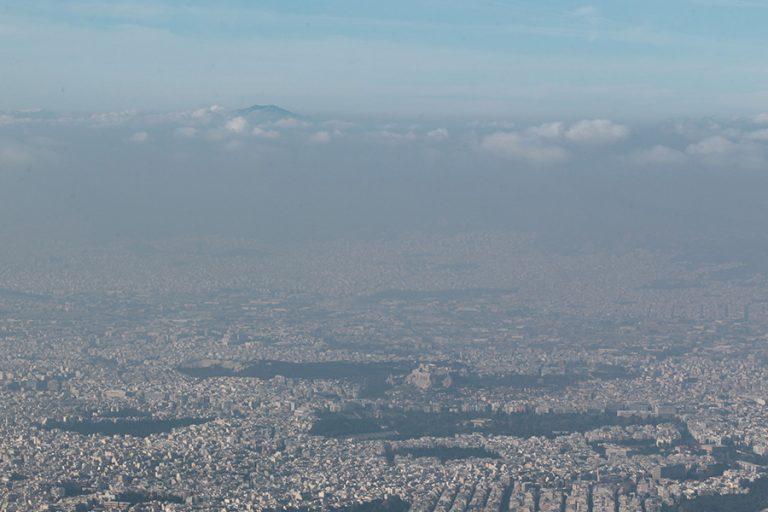 Αθήνα και Μιλάνο οι πόλεις της ΕΕ με τη μεγαλύτερη ρύπανση της ατμόσφαιρας από οχήματα