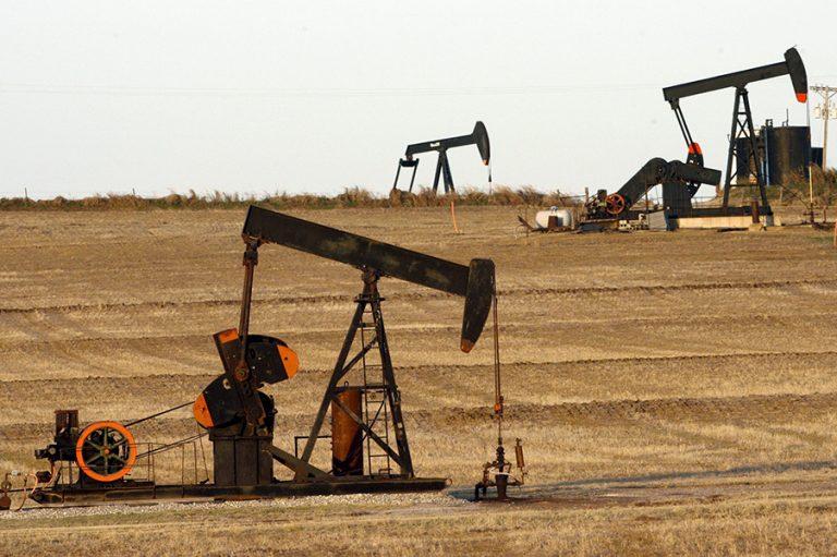 Αλλαγή στάσης της αγοράς και πτώση της τιμής του πετρελαίου