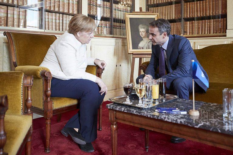 Τα έντονα παράπονα Μητσοτάκη στη Μέρκελ για την απουσία της Ελλάδας στη διάσκεψη του Βερολίνου για τη Λιβύη