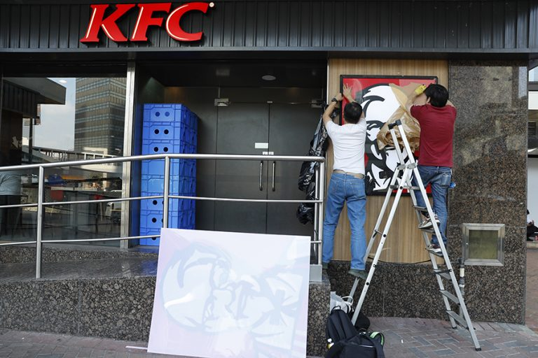 Δημόσια απολογία της KFC για διαφήμιση στην Αυστραλία που ξεσήκωσε θύελλα αντιδράσεων