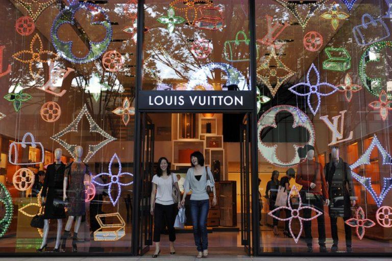 Οπισθοχωρεί η LVMH από την εξαγορά της Tiffany ύψους 16 δισ. δολαρίων