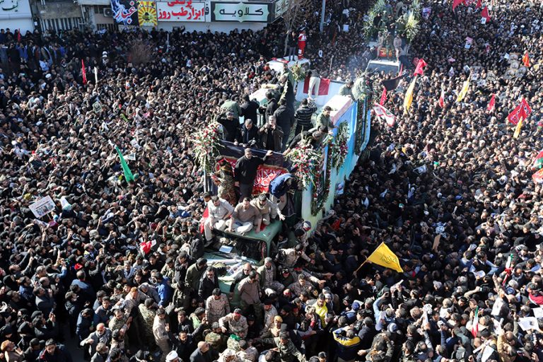 Δεκάδες άτομα ποδοπατήθηκαν μέχρι θανάτου στην κηδεία του Σουλεϊμανί