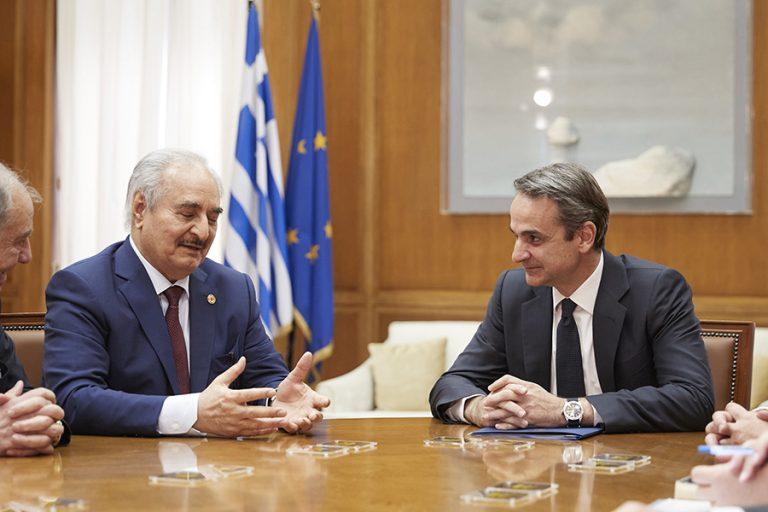Τι είπαν Μητσοτάκης – Χαφτάρ πίσω από τις κλειστές πόρτες του πρωθυπουργικού γραφείου στη βουλή