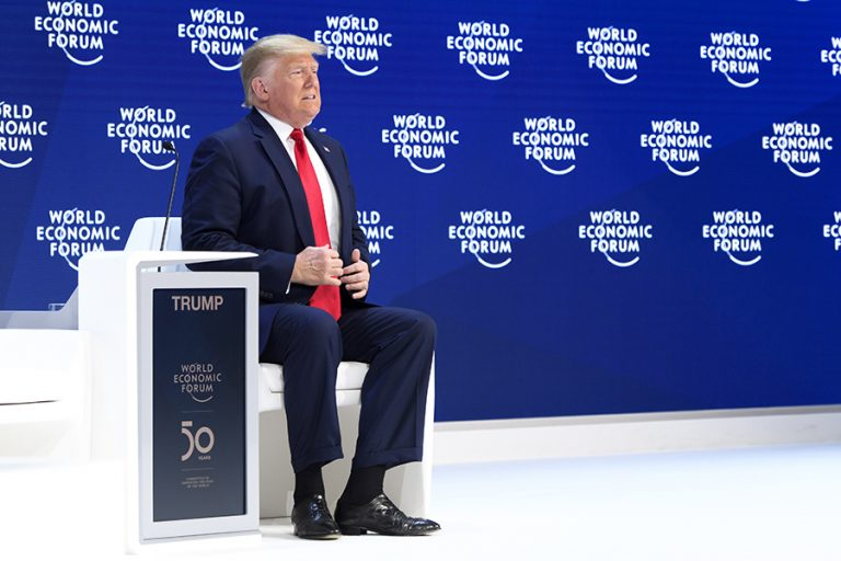 Νταβός: Από το κέντρο της παγκοσμιοποίησης ο Τραμπ «υμνεί» την εθνική αναδίπλωση