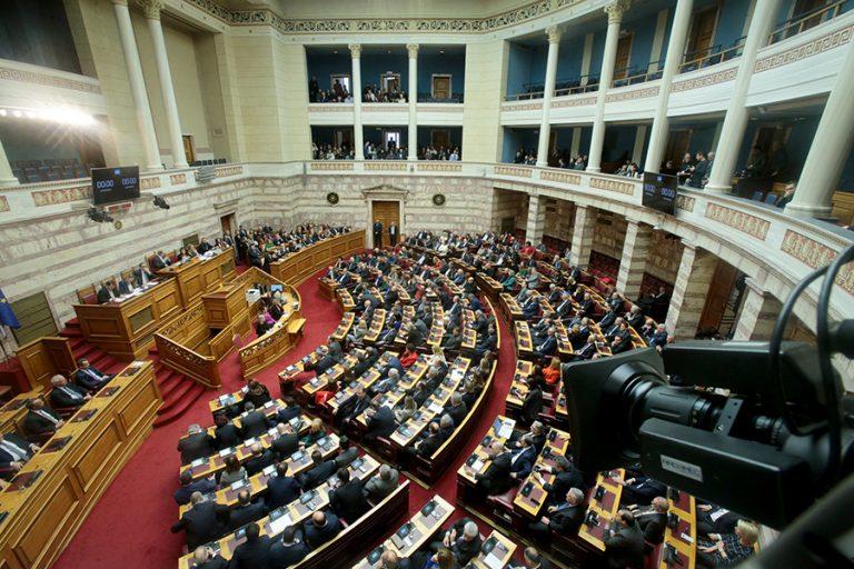 Σύγκρουση πολιτικών αρχηγών στη Βουλή για τα εργασιακά