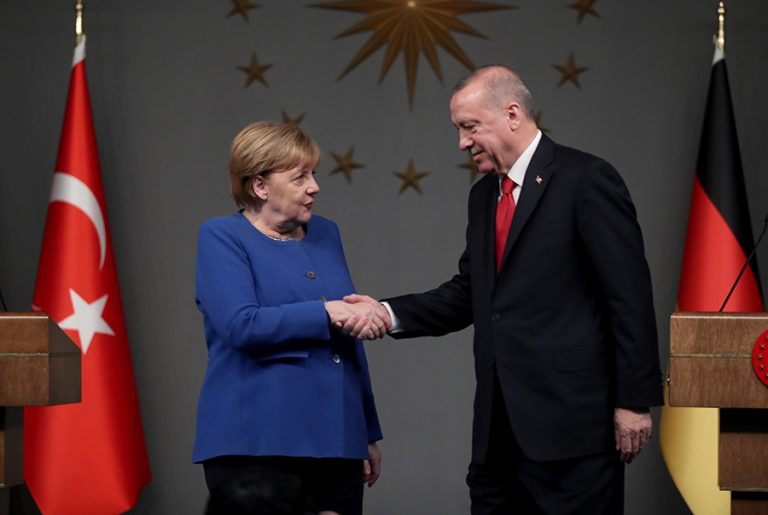 Ποια είναι η «τρόικα» που βάζει νέο φρένο σε κυρώσεις στην Τουρκία