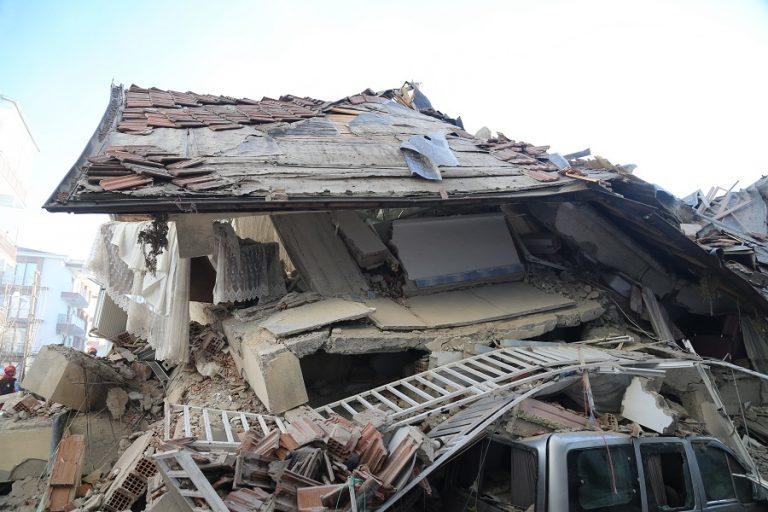 Ισχυρός σεισμός στην Τουρκία: Τουλάχιστον 20 νεκροί- Πάνω από 1.000 οι τραυματίες