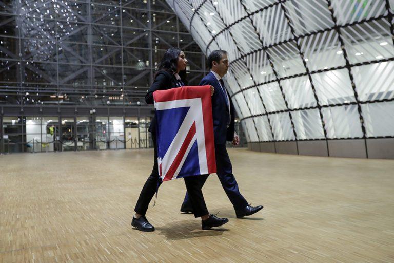 Brexit: Υποστολή βρετανικής σημαίας στα ευρωπαϊκά όργανα (Βίντεο)