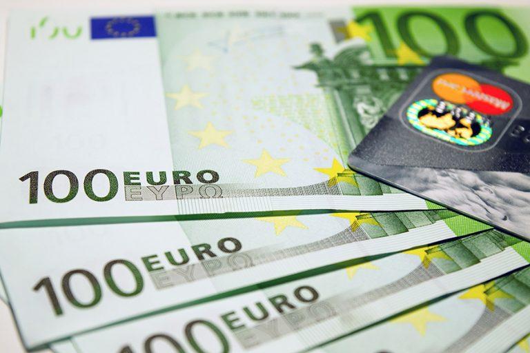 Πάγωμα δανείων για έξι μήνες στις επιχειρήσεις που πλήττονται από τον κορωνοϊό