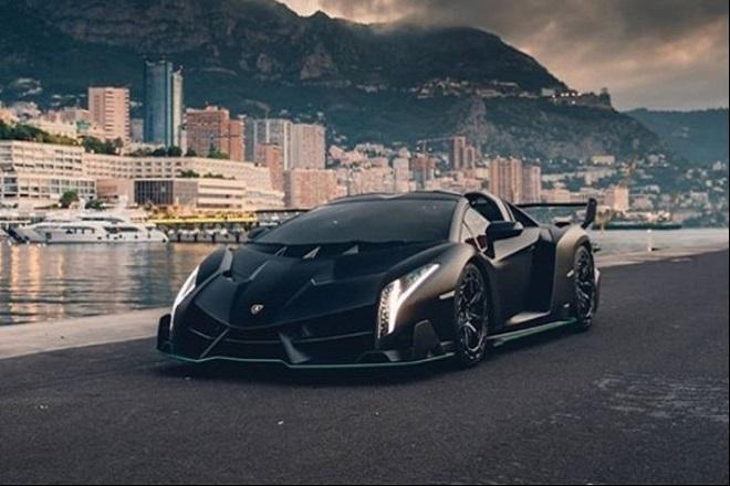 Σπάνια Lamborghini Veneno Roadster βγαίνει «στο σφυρί» στο Παρίσι
