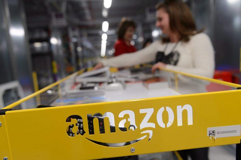 Με κορωνοϊό 20.000 εργαζόμενοι της Amazon, παρά τα μέτρα