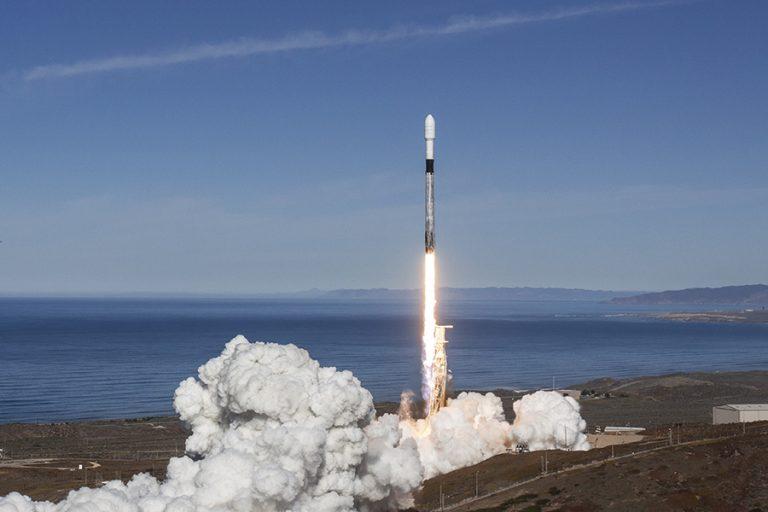 Αναβλήθηκε λόγω… καιρού η ιστορική εκτόξευση της πρώτης επανδρωμένης αποστολής της SpaceX