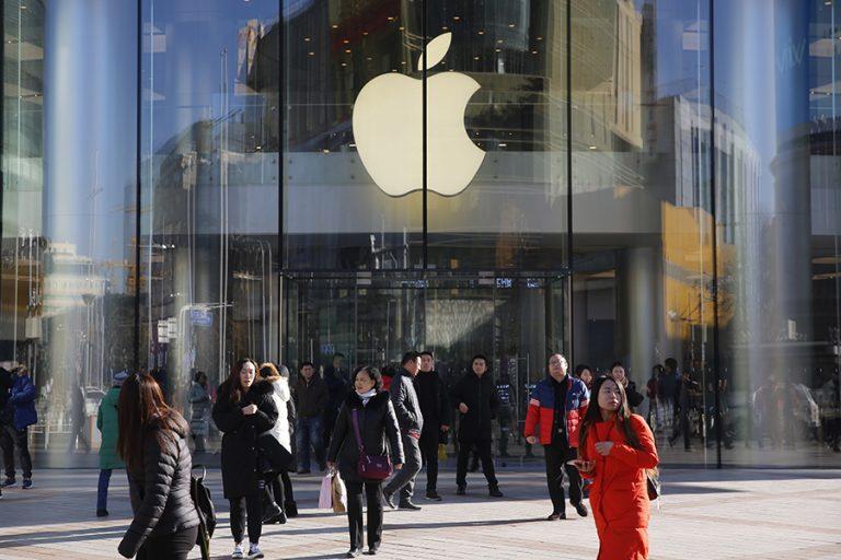Apple: Αγωγή από καταναλωτές στην Ιταλία- Για τι κατηγορείται