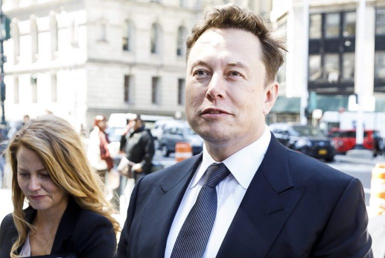 Ο Έλον Μασκ αποκαλεί την καραντίνα για τον COVID-19 «φασιστική», αποσπώντας την προσοχή από ακόμα μια νίκη της Tesla