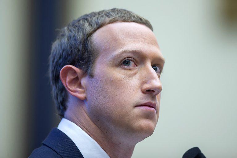 Περισσότερες από 400 εταιρείες μποϊκοτάρουν από σήμερα το Facebook