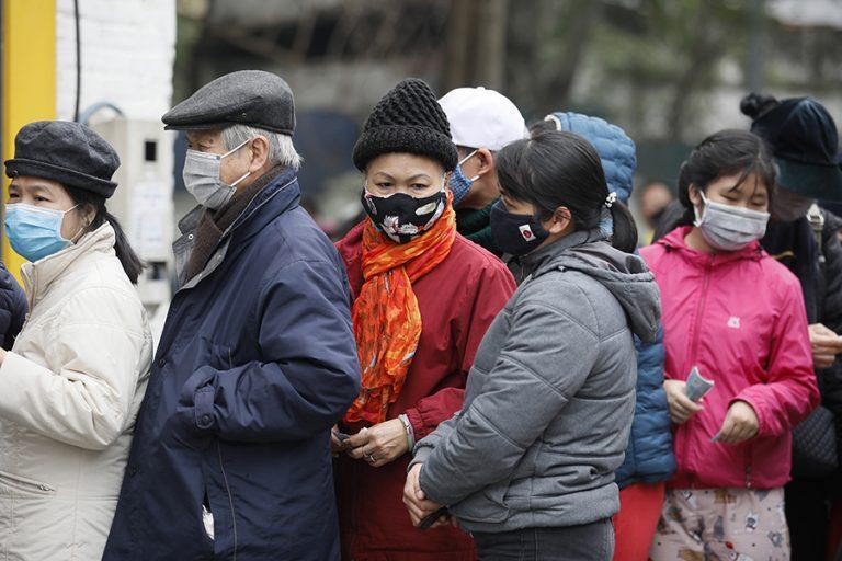 «Ενέσεις» ρευστότητας και μείωση επιτοκίων από την Κίνα ως αντίδοτο στον κορωνοϊό