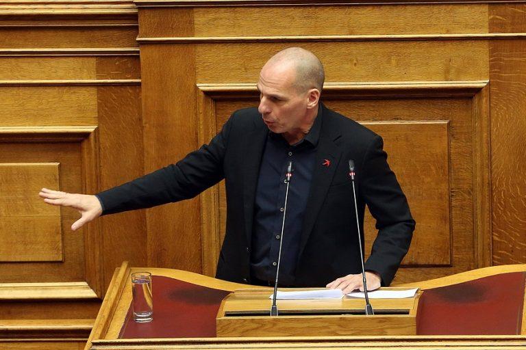 O Γιάνης Βαρουφάκης κατέθεσε στη βουλή τις ηχογραφήσεις των Eurogroup – Τις επέστρεψε ο Κώστας Τασούλας (Βίντεο)