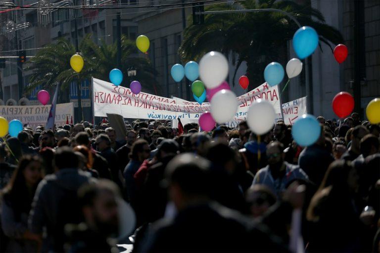 Ολοκληρώθηκαν οι συγκεντρώσεις στο κέντρο της Αθήνας ενάντια στο νομοσχέδιο για το ασφαλιστικό (Φωτογραφίες)
