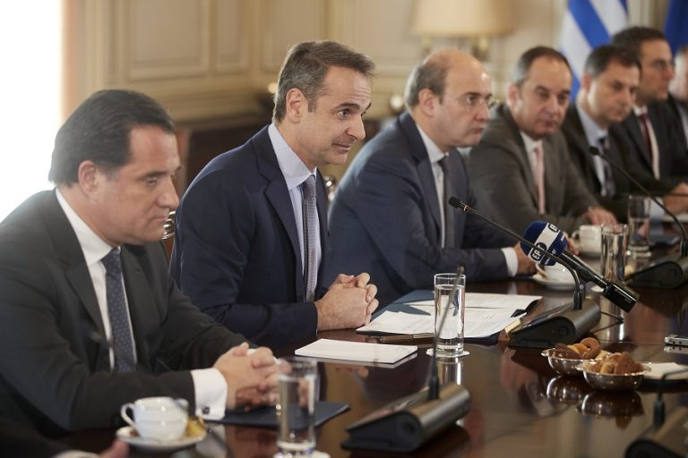Αναβαθμίζονται Θ. Σκυλακάκης και Ν. Παπαθανάσης. Τρεις νέοι υφυπουργοί στην κυβέρνηση, τι σχολιάζει το Μέγαρο Μαξίμου