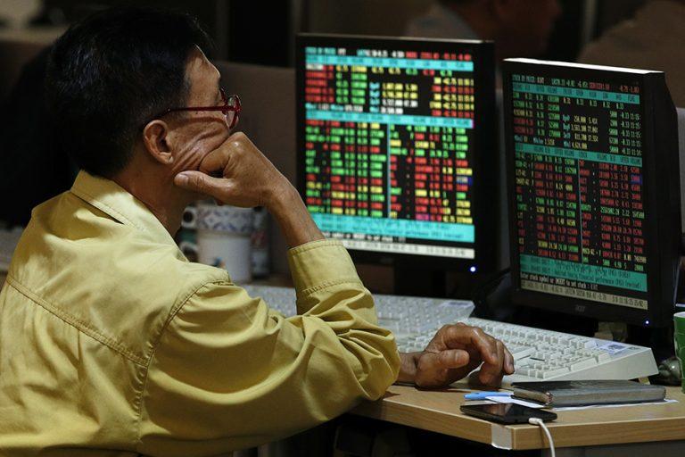 Νέα «βουτιά» στις μετοχές παγκοσμίως – Οι επενδυτές στρέφονται στο «καταφύγιο» του χρυσού