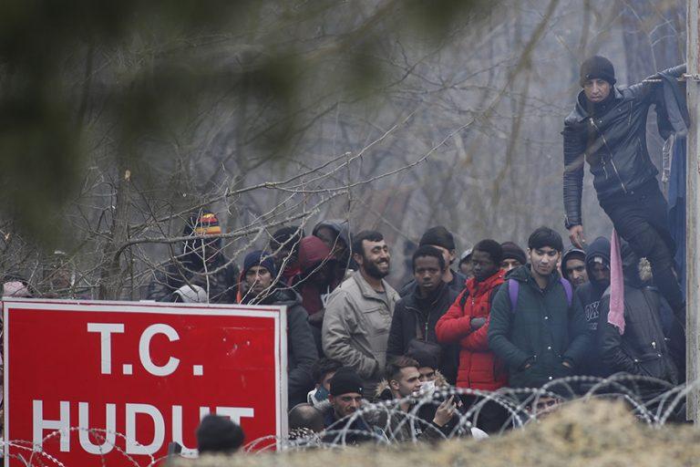 Αναπάντεχη εξέλιξη στον Έβρο: Οι Τούρκοι απομάκρυναν τους μετανάστες