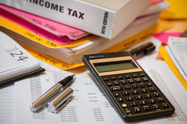 ΑΑΔΕ: 13 ερωταπαντήσεις για την ένταξη των φορολογούμενων στην νέα πάγια ρύθμιση των 24-48 δόσεων