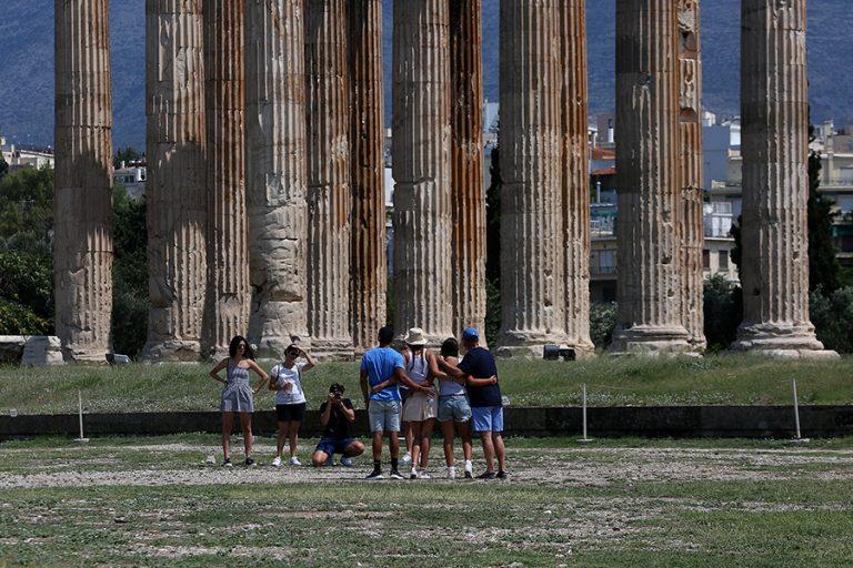 Έρευνα Mindhaus-Pollfish: Ελκυστικός καλοκαιρινός προορισμός για τους τουρίστες η Ελλάδα