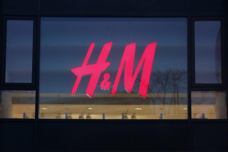 Η H&M εφοδιάζει με προστατευτικό εξοπλισμό γιατρούς και νοσηλευτικό προσωπικό