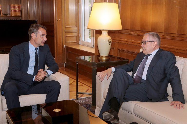 Η επίσκεψη Ρέγκλινγκ στην Αθήνα και τα νέα εμπόδια στη δημοσιονομική πορεία της οικονομίας
