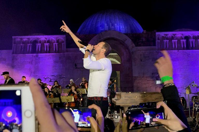 Chris Martin, John Legend και Pink δίνουν συναυλίες… από το σπίτι τους λόγω κορωνοϊού