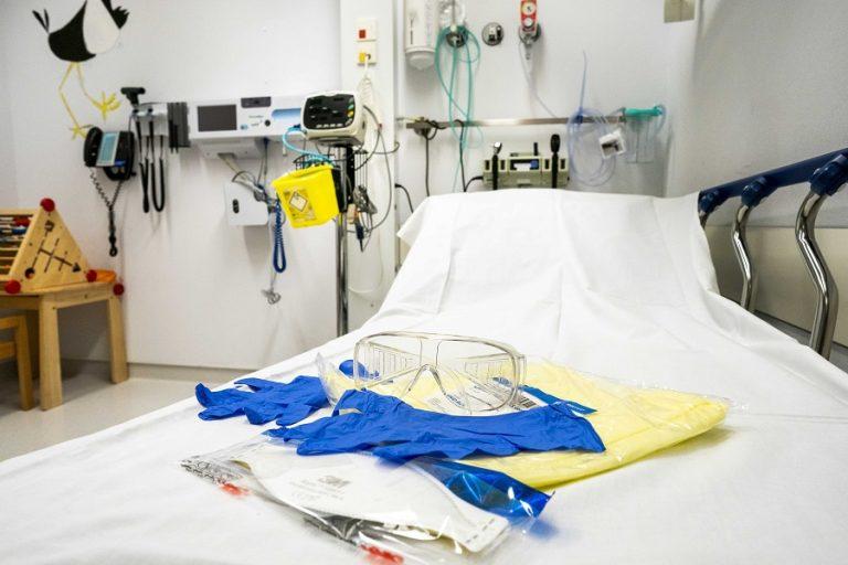 Πρώτος θάνατος από κορωνοϊό χθες στην Ολλανδία – Βρετανία: Στα 206 ανήλθαν τα κρούσματα