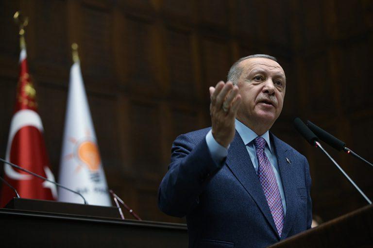 Ο Ερντογάν δεν κρύβεται: Ζητά από την ΕΕ στήριξη στη Συρία για να σταματήσει τις ροές μεταναστών