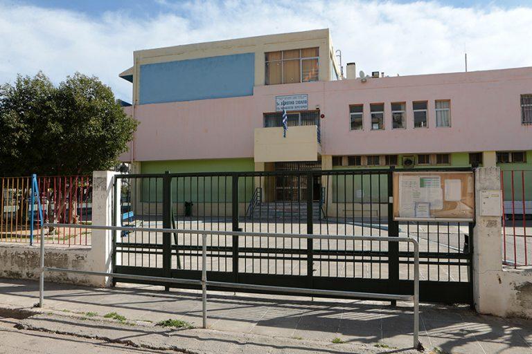 Κλειστά σχολεία-κορωνοϊός: Τι θα γίνει με τις πανελλήνιες