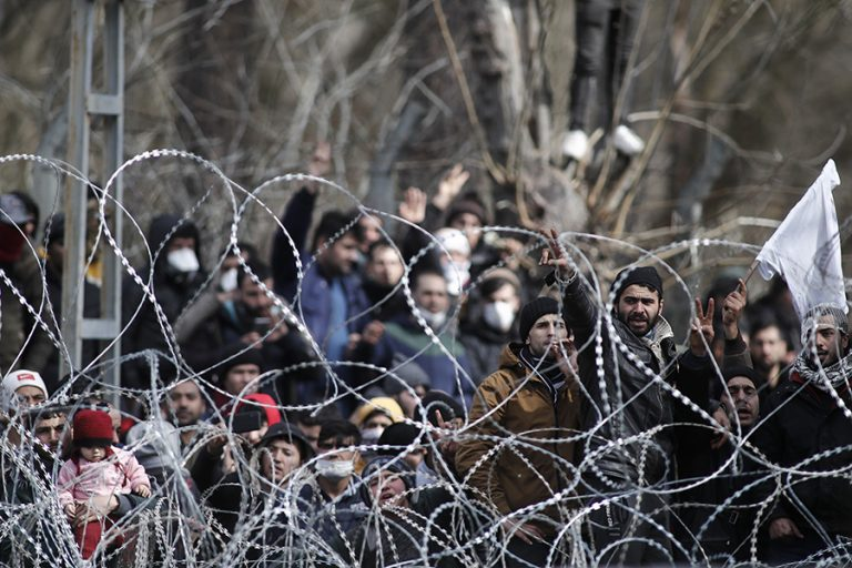 Bloomberg: Τα όσα συμβαίνουν στα ελληνοτουρκικά σύνορα ίσως μικρή πρόγευση μόνο του τι έρχεται
