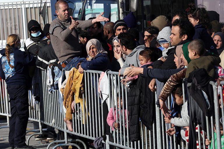 Πόσοι πρόσφυγες λαμβάνουν οικονομικό βοήθημα από Κομισιόν και ΟΗΕ