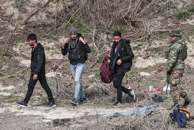 Στο «κόκκινο» το ζήτημα του προσφυγικού: Επικίνδυνες ισορροπίες στη χώρα