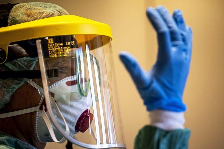 Η καταπολέμηση του κορωνοϊού ξεκινά με την προστασία των εργαζομένων στη δημόσια υγεία