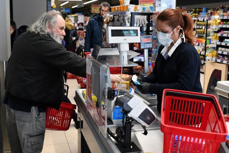 Το δεύτερο κύμα της πανδημίας πριμοδοτεί το λιανεμπόριο τροφίμων
