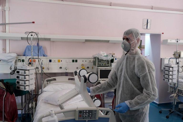 Ραγδαία αύξηση των διασωληνωμένων- 3.000 άνθρωποι στα νοσοκομεία