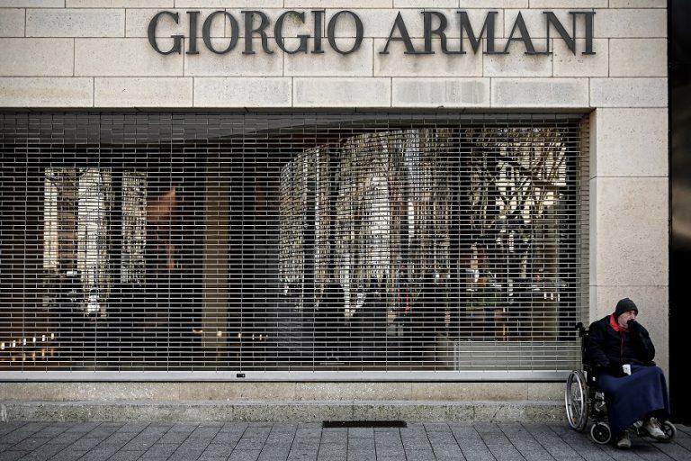 Ο οίκος Armani ρίχνεται στην παραγωγή ιατρικών στολών