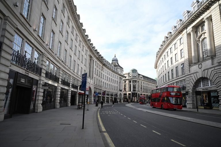 Είναι η Βρετανία μια «ανάσα» από ένα νέο lockdown;
