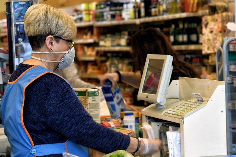 ΙΟΒΕ: Σημαντική επιδείνωση στο λιανεμπόριο και στην καταναλωτική εμπιστοσύνη