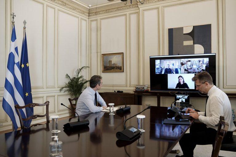 Τηλεδιάσκεψη Μητσοτάκη με τον Δήμαρχο Αθηναίων την προστασία ευάλωτων πολιτών από την επιδημία του κορωνοϊού