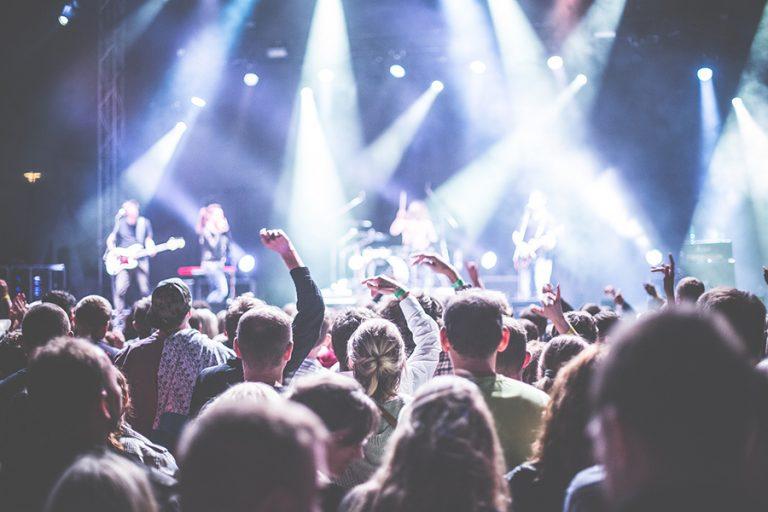 Ο κορωνοϊός ακυρώνει τη μια μετά την άλλη συναυλίες σε όλο τον κόσμο
